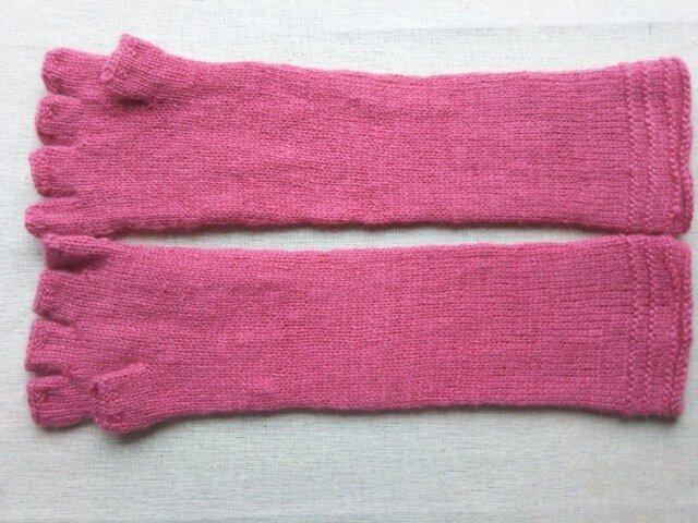 ピンク一色のロング指なし手袋の画像1枚目