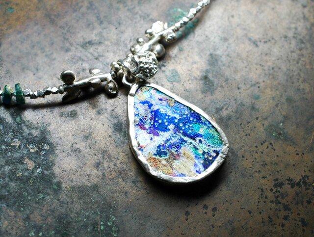 宇宙色銀化ローマングラスと煌めくカレンシルバーのネックレスの画像1枚目