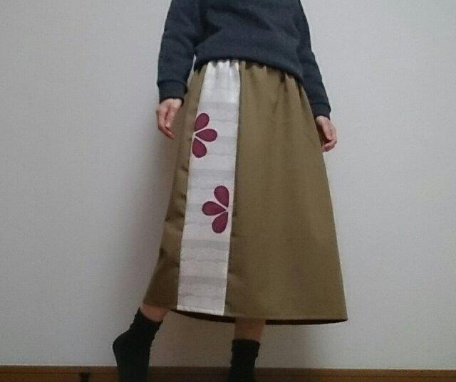 秋色のロングスカートカーキとワインレッドの花びらパッチウエストゴムの画像1枚目