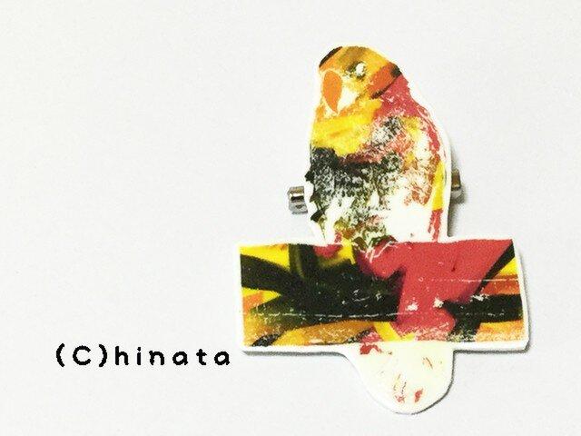 ARTな!インコのイラストブローチ(赤、黄)の画像1枚目