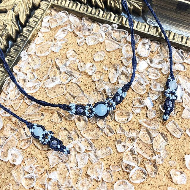 天然石のマクラメ編みネックレス【花瓶】(ネイビー系・アクアマリン)の画像1枚目