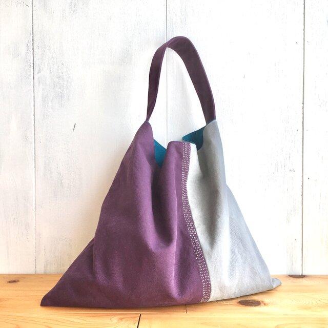刺繍入り シックな大人色の三角鞄の画像1枚目