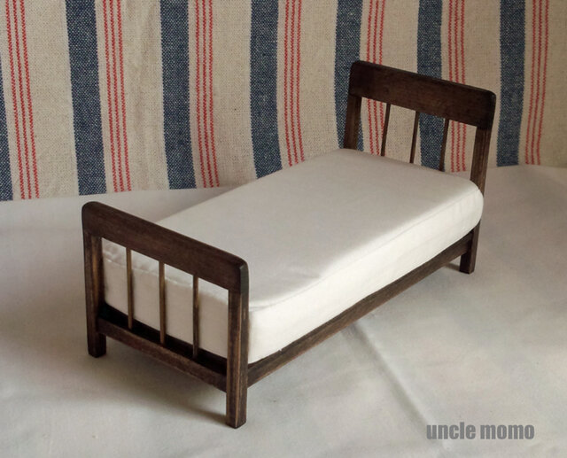 ドール用ベッド シングル(色:エボニー) 1/12ミニチュア家具の画像1枚目
