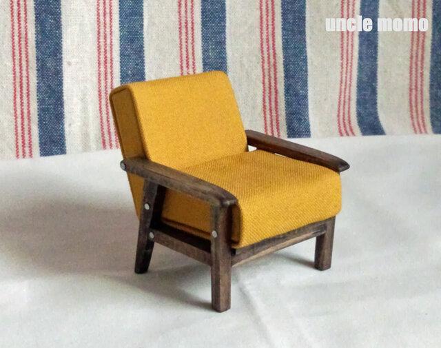 ドール用ソファ1人掛け(色:イエロー×エボニー) 1/12ミニチュア家具の画像1枚目