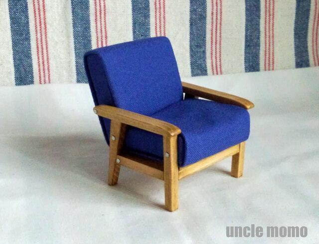 ドール用ソファ1人掛け(色:ブルーベリーブルー×オーク) 1/12ミニチュア家具の画像1枚目