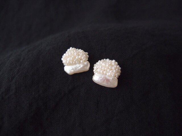 【真珠の刺繍ピアス】stick pearl × seed pearlの画像1枚目
