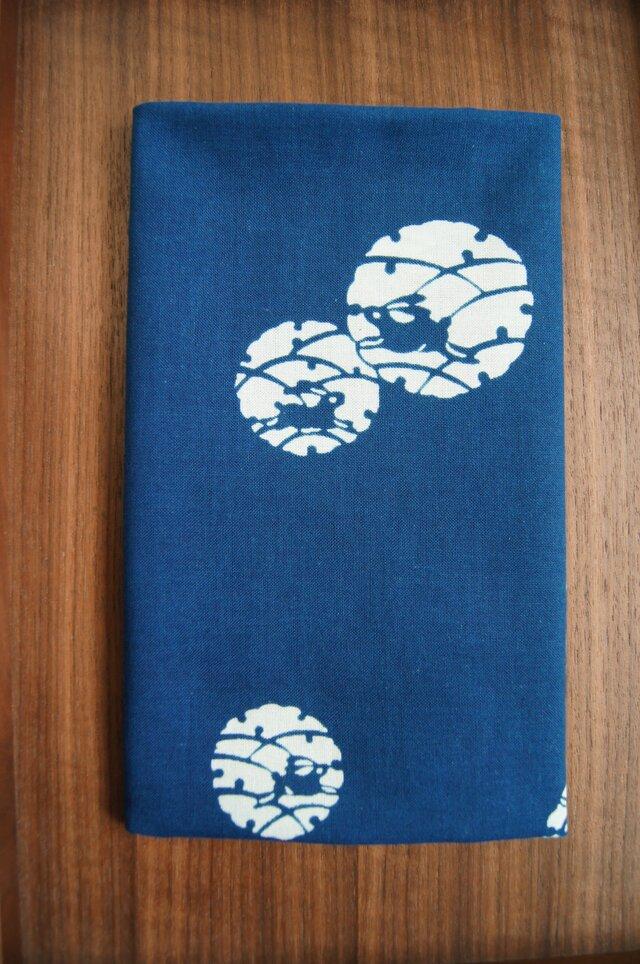 天然藍の型染め手拭い  雪輪兎の画像1枚目