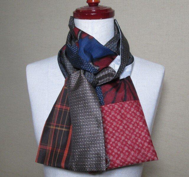 着物リメイク 2way茶系の大島紬に赤いアクセントのパッチワークストールの画像1枚目