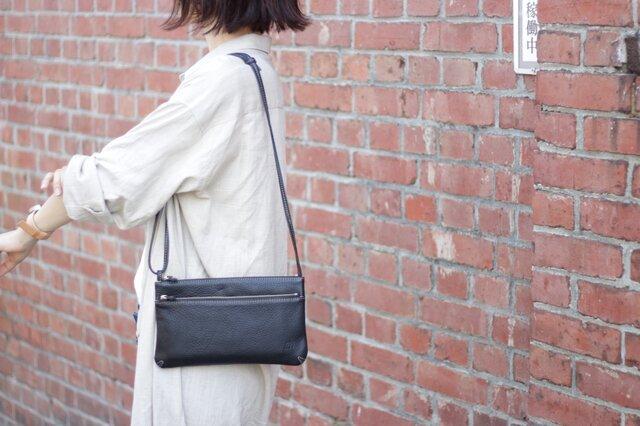 サコッシュ 姫路レザー ブラック 牛革【送料無料】の画像1枚目