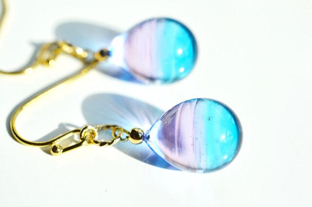【ハンドメイドガラス】ピンクブルーピアス*イヤリングの画像1枚目