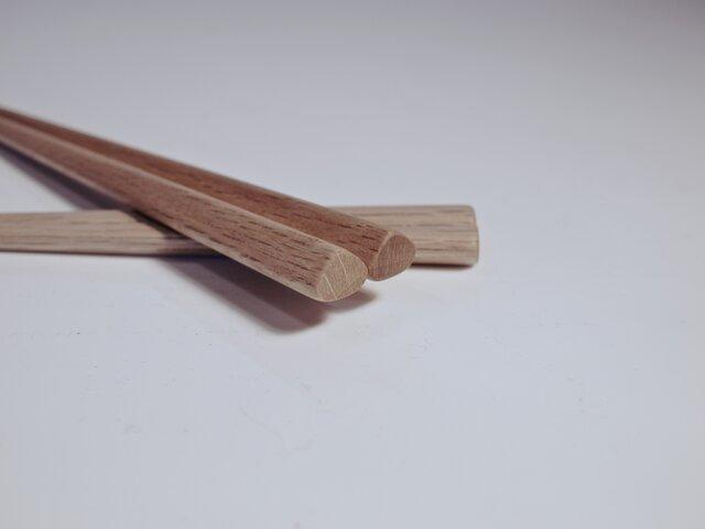 正しい持ち方をしている人の箸〈オイル仕上げ 〉の画像1枚目