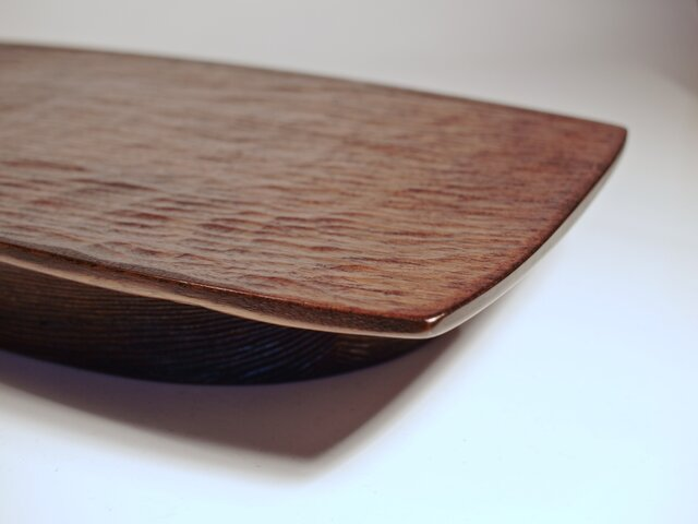 浮遊する皿の画像1枚目