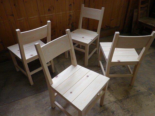 ヒノキの椅子の画像1枚目