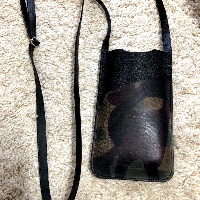 イタリアンレザー大き目スマホショルダーポケット迷彩柄レザーの画像1枚目