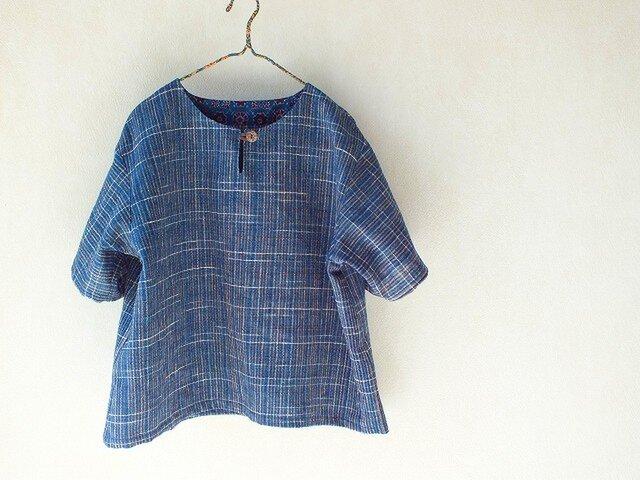 ラオス・ラハナム村の手織り布・半袖クルタの画像1枚目