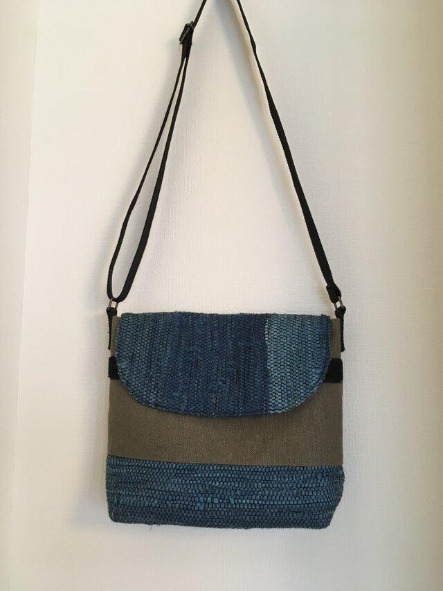メッセンジャーバッグ(中)藍染の裂き織りの画像1枚目