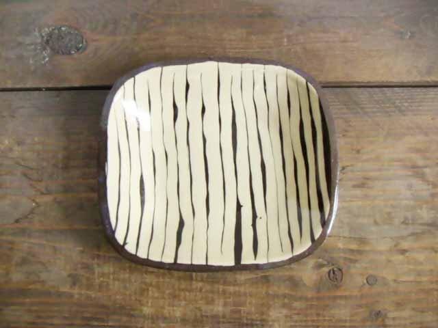 白い角皿3スリップウェアの画像1枚目
