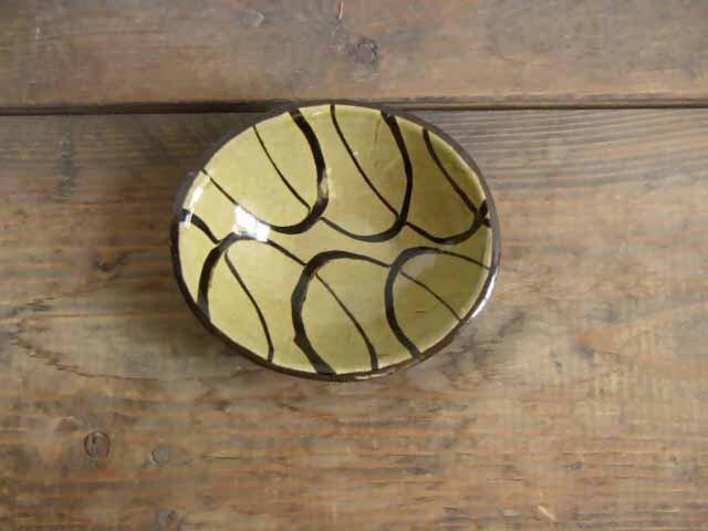 淡黄オーバル深皿スリップウェアの画像1枚目