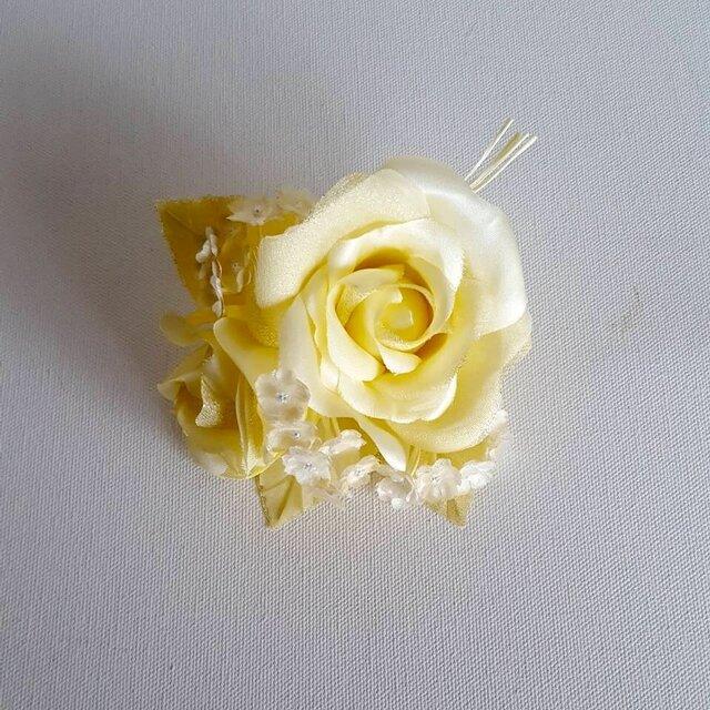 薔薇とかすみ草のコサージュ‐イエローの画像1枚目