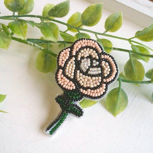 <再販>オートクチュール刺繍ブローチ ウインターローズのアンナの画像1枚目
