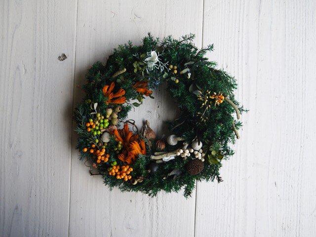 木の実とヒムロスギのプリザーブドフラワー・大人のクリスマスリースの画像1枚目