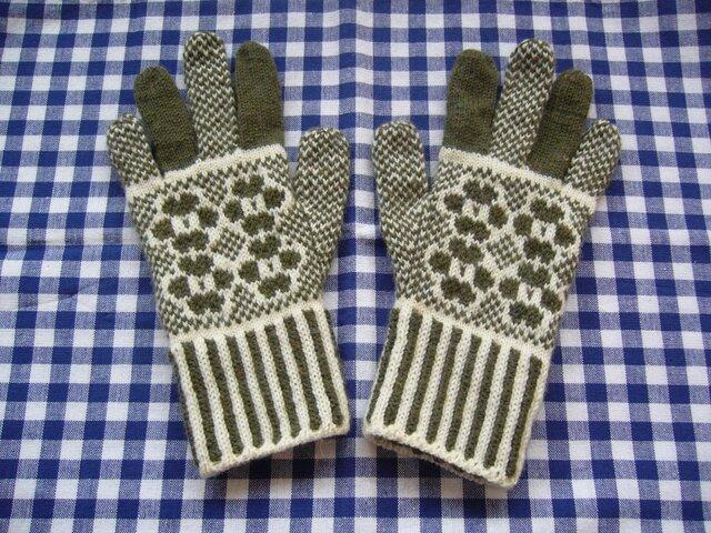 ◆◇お花模様の編み込み手袋◇◆(オリーブグリーン)の画像1枚目
