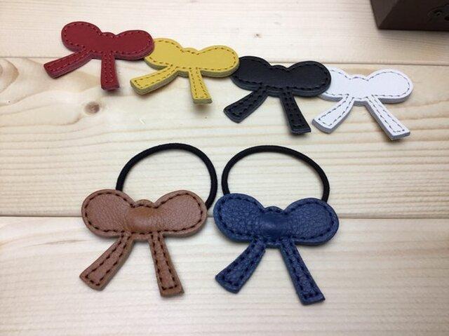 [2個セット]2色選べる 牛革で作ったリボン型のヘアゴム 全6色から2個選べる 郵便送料無料サービスの画像1枚目