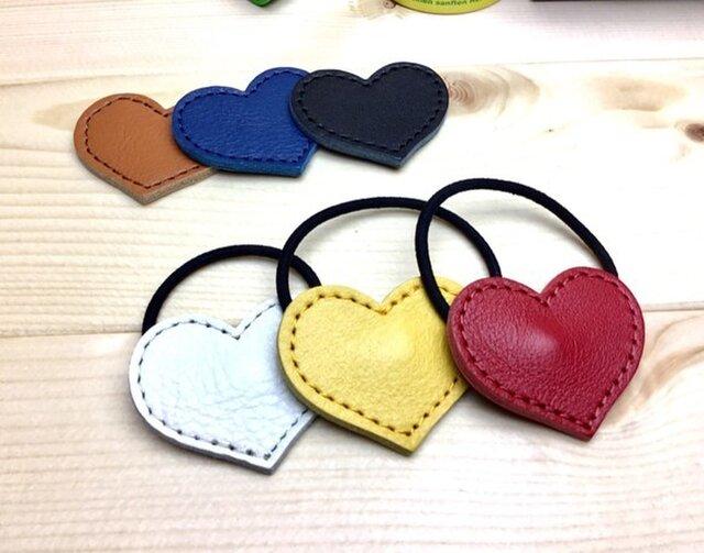 [2個セット]2色選べる 牛革で作ったハート型のヘアゴム 全6色から2個選べる 郵便送料無料サービスの画像1枚目