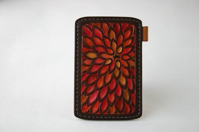 手染め手縫い革のパスケース 花 朱色の画像1枚目