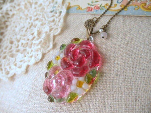 ガラスのローズと、小花のネックレス *フューシャ&ピンクの画像1枚目