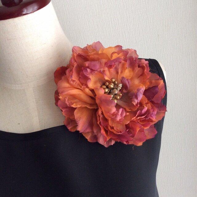 布花 大輪のコサージュ 華やかなオレンジの画像1枚目