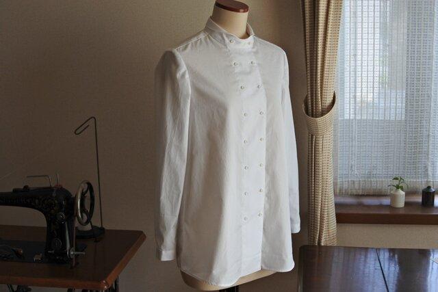 白のコックシャツの画像1枚目