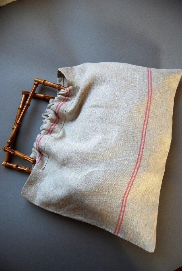 竹のハンドルのリネンのバッグの画像1枚目