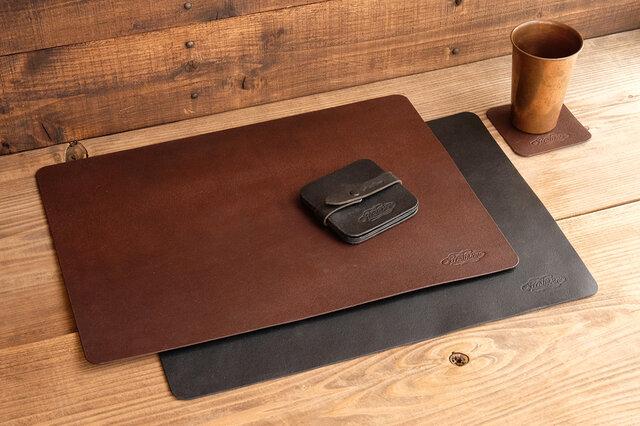 [ラージサイズ] 一枚革のデスクマット/イタリア産ベジタブルタンニンレザー床革の画像1枚目