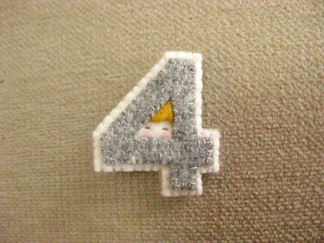 n様ご予約品「4」のブローチの画像1枚目