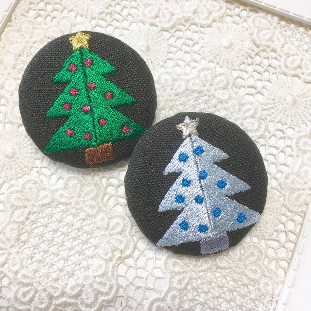 黒リネン  クリスマスツリー 刺繍ブローチ   40ミリの画像1枚目