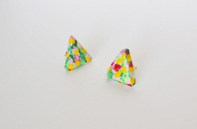 陶器みたいな小花柄ピアス (サンカク/パープル)の画像1枚目