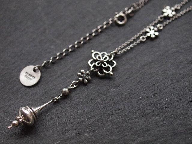 【受注製作】花結びのネックレスの画像1枚目