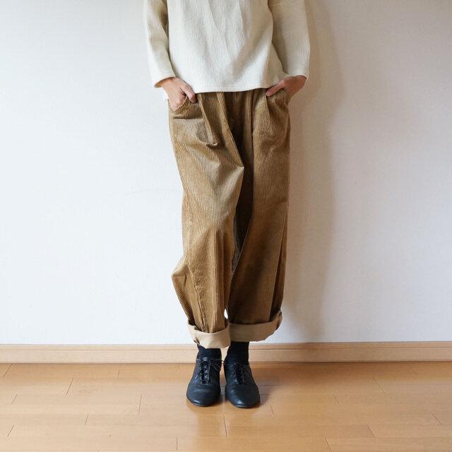 Stretch corduroy tuck pants LADY'S BEIGEの画像1枚目