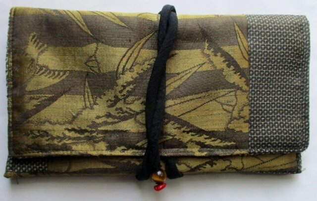 送料無料 羽織の裏地と大島紬で作った和風財布・ポーチ 3911の画像1枚目