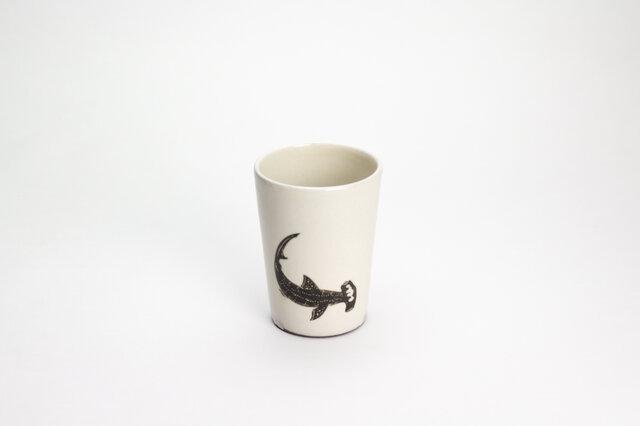 粉引フリーカップ(シュモクザメ)の画像1枚目