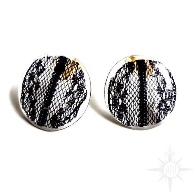 black lace stud earringの画像1枚目