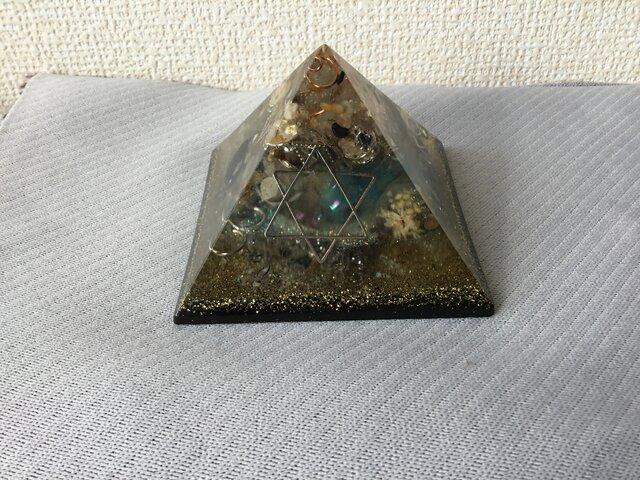 麻炭オルゴナイト ピラミッドの画像1枚目