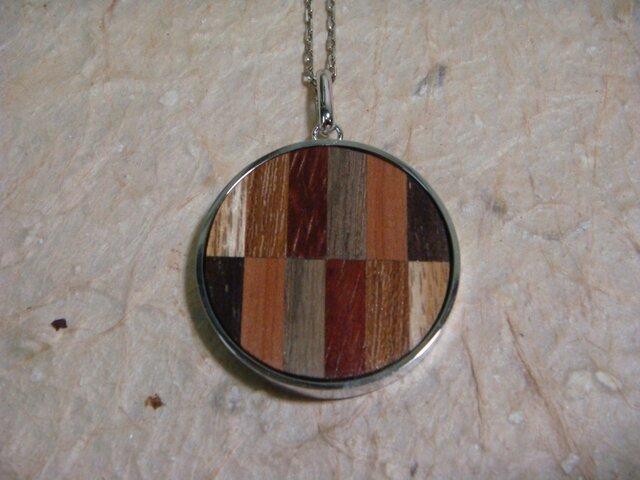 木のネックレスの画像1枚目