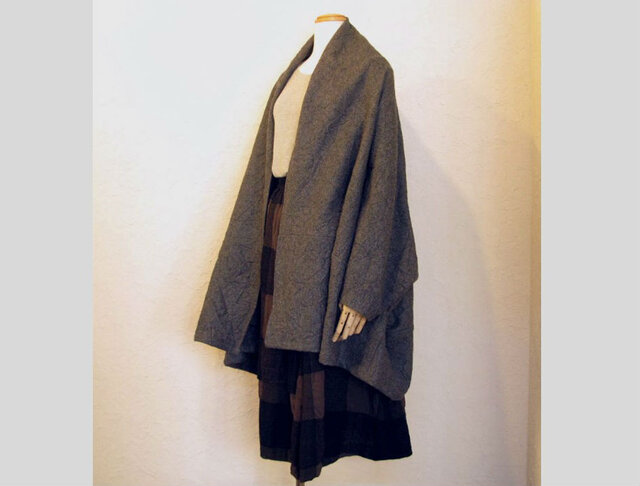 圧縮ウールワッシャー加工羽織ショールの画像1枚目