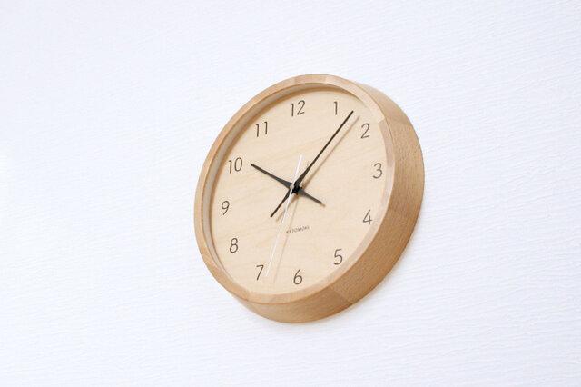 KATOMOKU muku round wall clock 7 km-83NRC ナチュラル シナ文字盤 電波時計 連続秒針の画像1枚目
