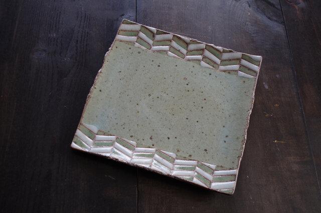 釉彩角皿(ヘリンボーン模様)の画像1枚目