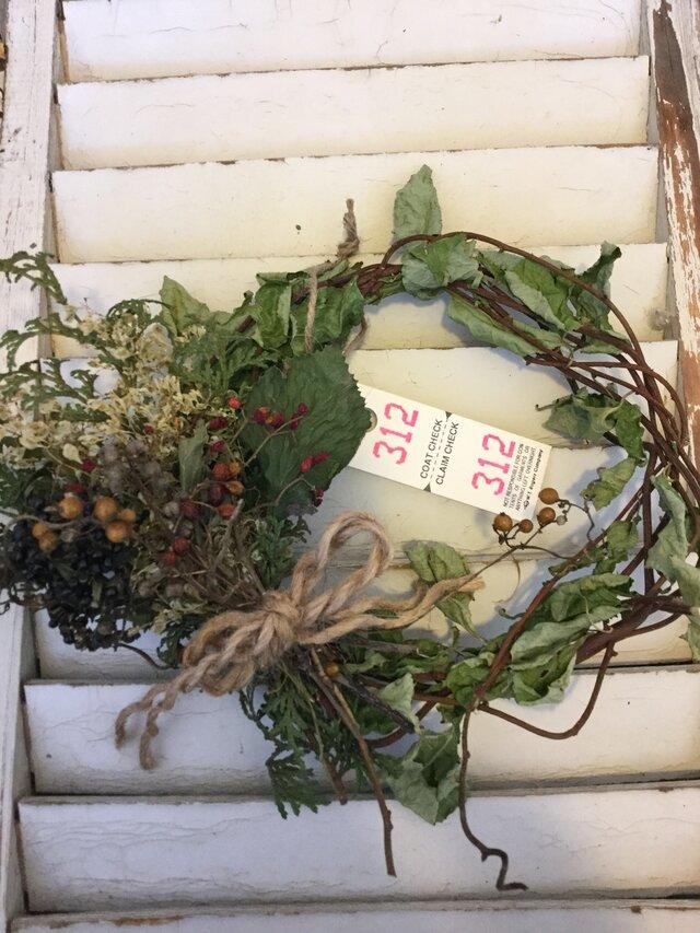 クリスマスお正月も飾れる森の恵みナチュラルリースの画像1枚目