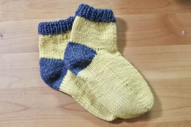 [受注製作商品] 冷えとり靴下  やさしいイエロー(ミドル丈)の画像1枚目