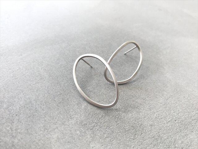 oval〜シルバーオーバルスタッドピアスの画像1枚目